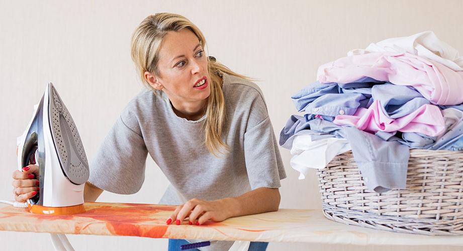 Bügeln ohne Bügeleisen: 8 hilfreiche Tricks!