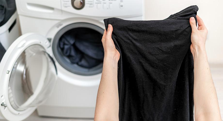 Schwarze Wäsche waschen: So bleibt Schwarzes länger schwarz!